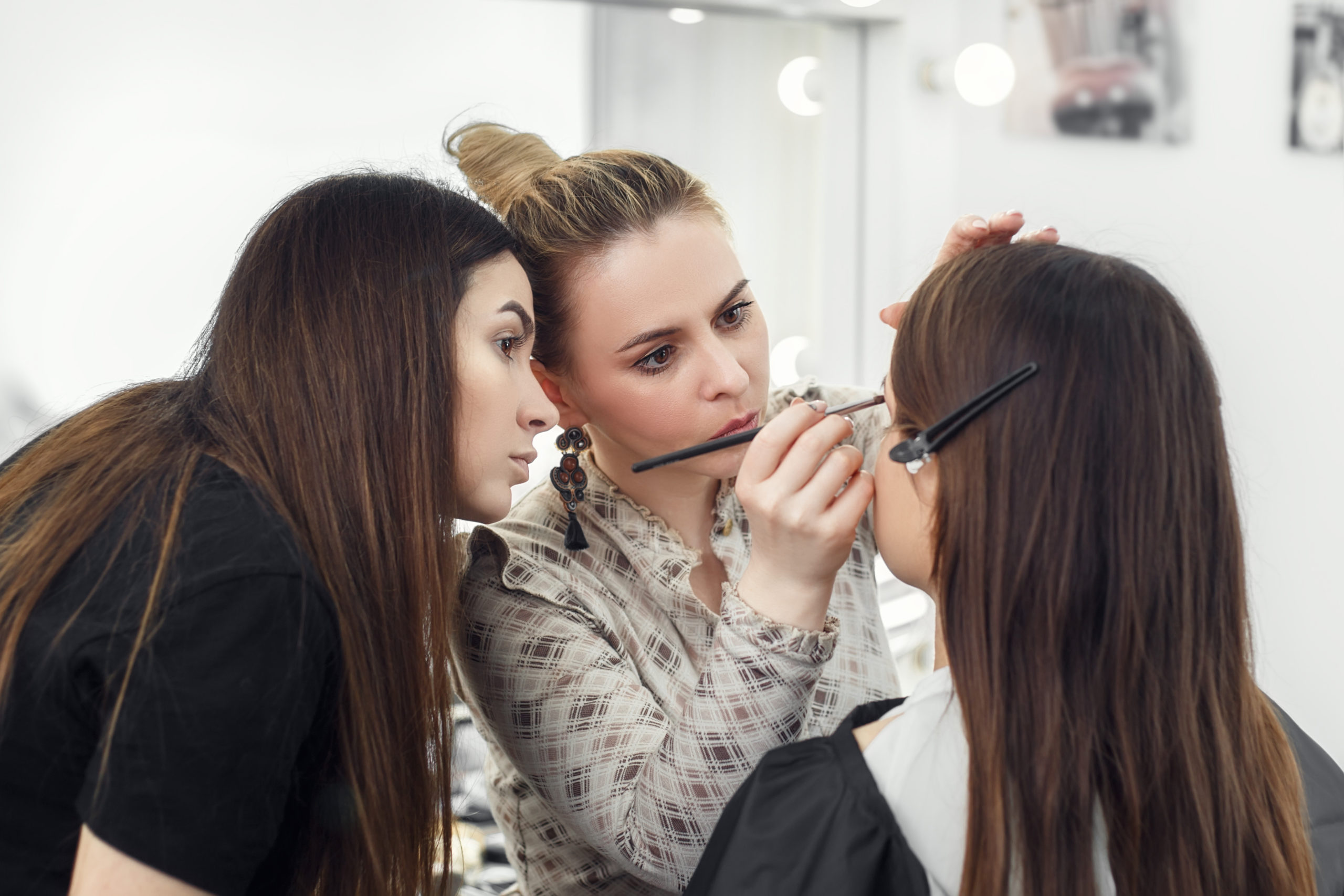 cosmetologist - 5 reasons its the right career for you